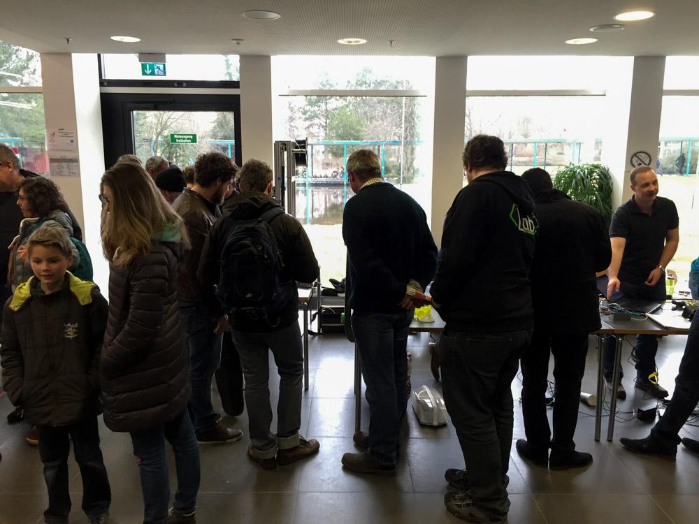 Besucher am Protoworx Stand auf der Make Rhein Main