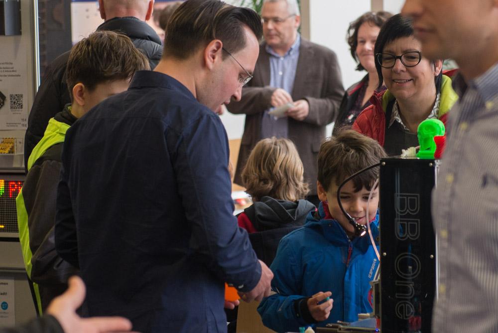Interessenten am 3D Drucker in allen Altersklassen